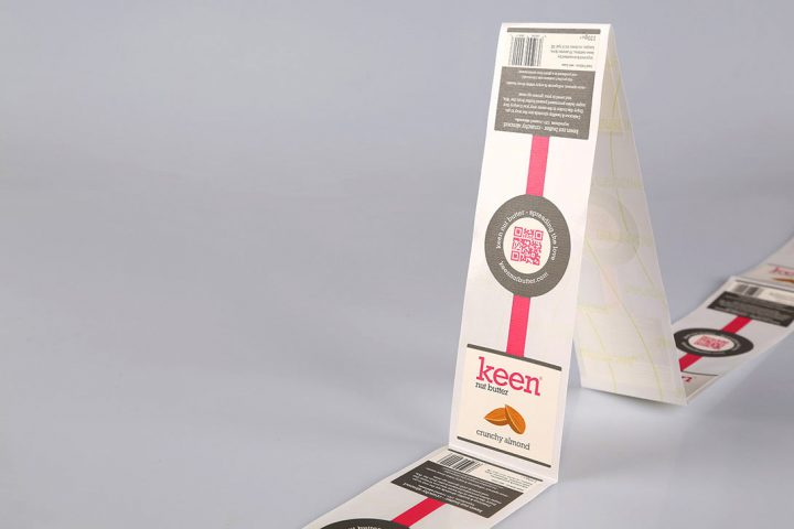 Custom-shaped packaging labels on rolls